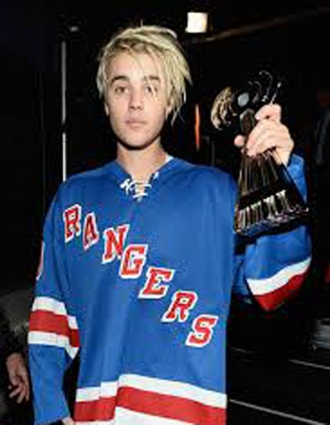 Justin Bieber gets bad feedback for new hairstyle at iHeartRadio Awards.