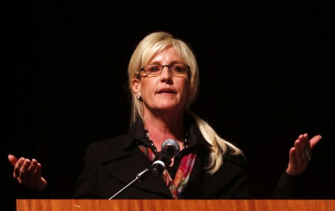 Erin Brockovich shares opinions on chloramines at town hall meeting