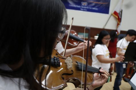 Violinist Kerson Leong performs for students