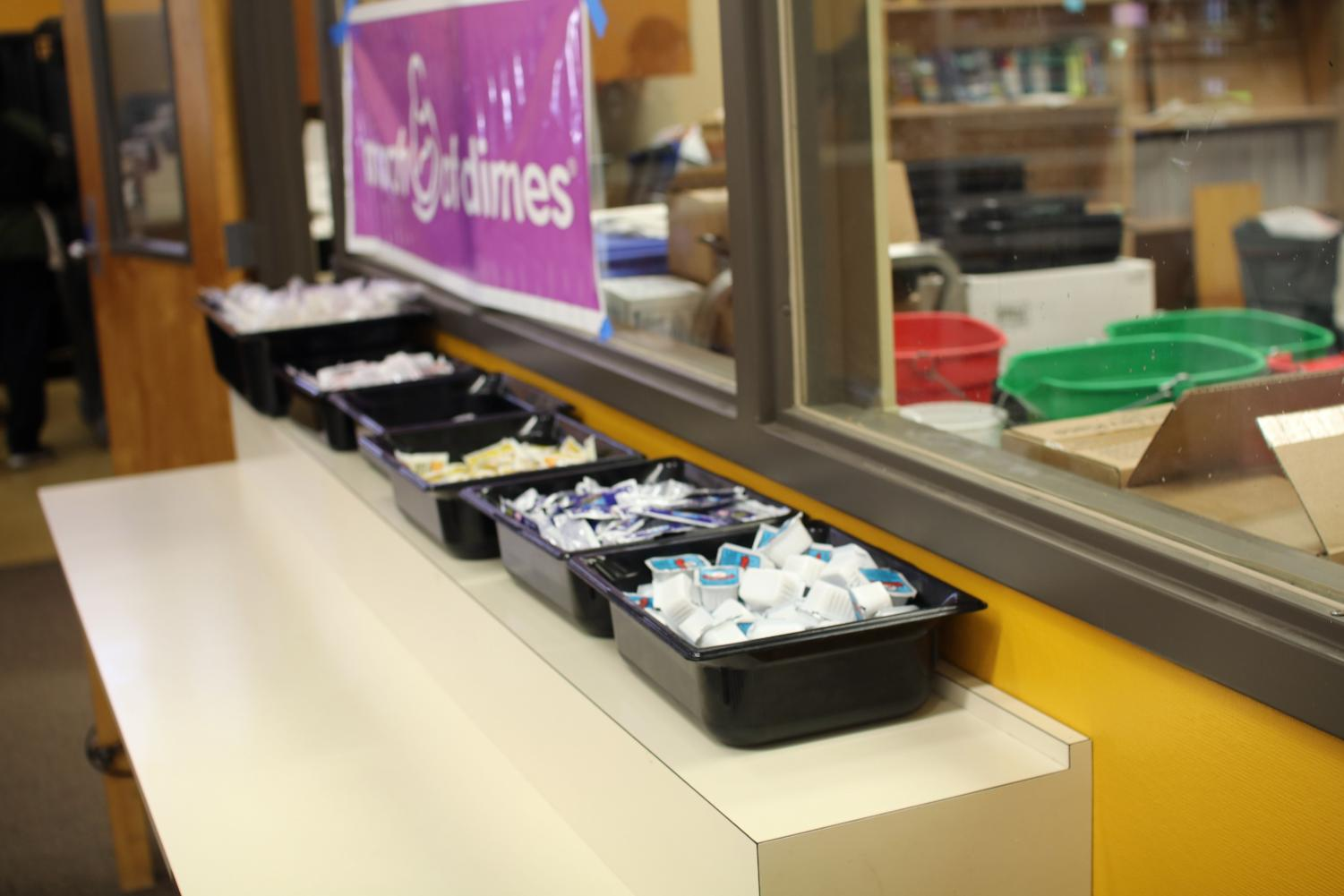 Row+of+condiments+for+students%27+lunches.+