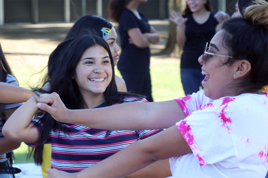 Juniors+Ariana+Raygoza+and++Jaquelin+Flores++show+off+dance+moves.+